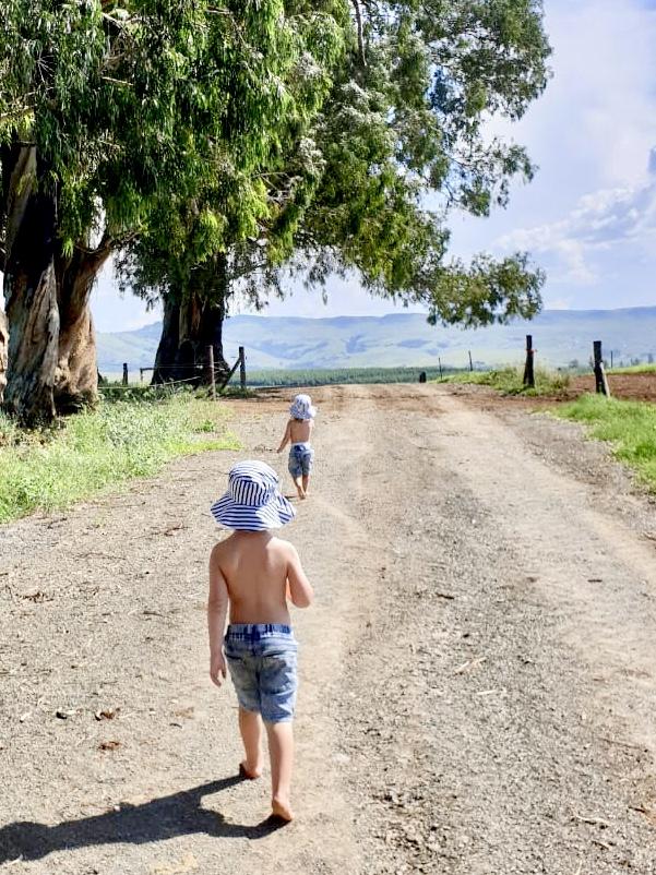 Kids wearing unisex striped sunhat