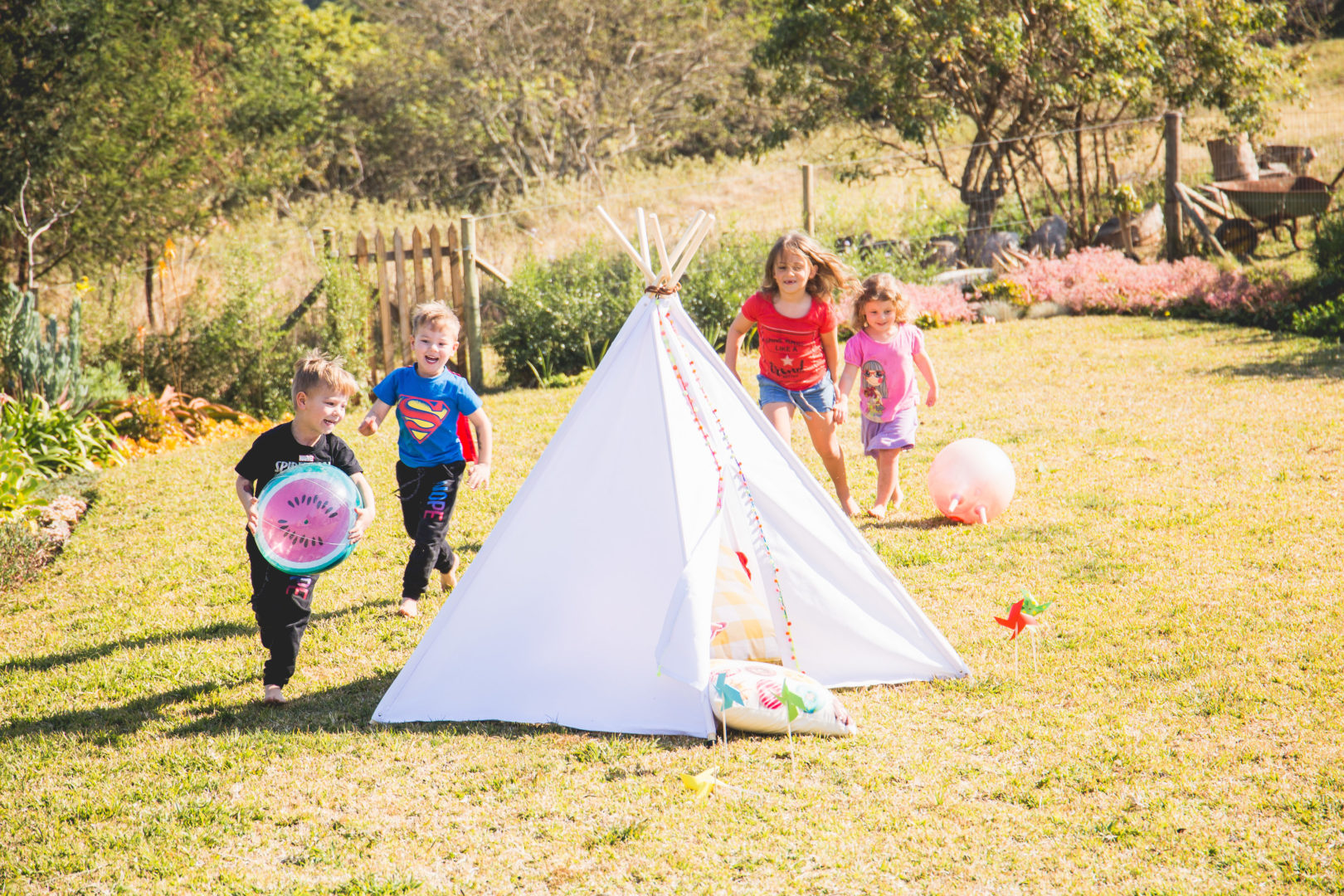 Kids white outdoor teepee play tent